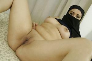 Arab-wife-spread-naked-%5Bx23%5D-p7cam6hy7q.jpg